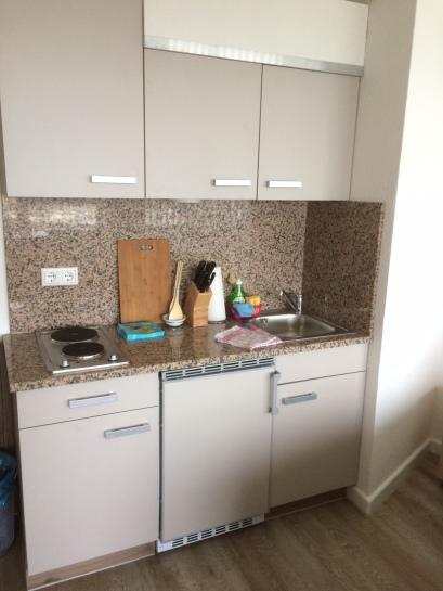 kleine, sehr praktische Küche