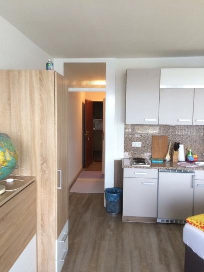 Küche und Durchgang zum Eingang